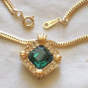 "Avon 18"" Emerald Green Rhinestone ""Estate"" Pendant"